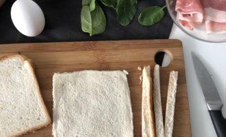 Яичница с беконом в тосте