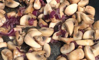 Фарфалле с брокколи и грибами под сливочным соусом